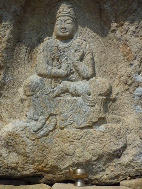 韓国慶州南山で最も有名な神仙庵磨崖菩薩半跏像Famous Bodhis-attva