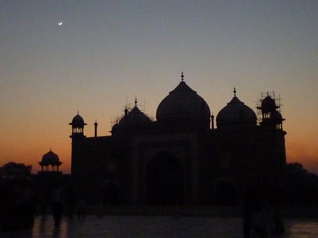 20夕映と 黄昏月 Crescent & sunset glow