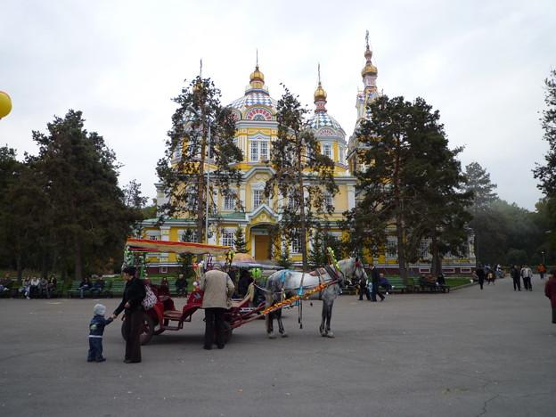 カザフの公園とロシア正教教会   Park  in Kazakhstan