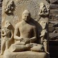 Photos: 瞑想する仏陀~仏教彫刻 Meditating Buddha behind the Tor-ana