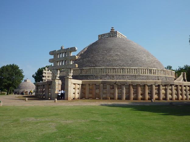 サーンチー第1塔と西塔門 Stupa No. 1 & Western torana