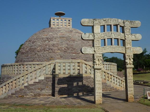 サーンチー第3塔 Stupa No.3 & the reserved torana