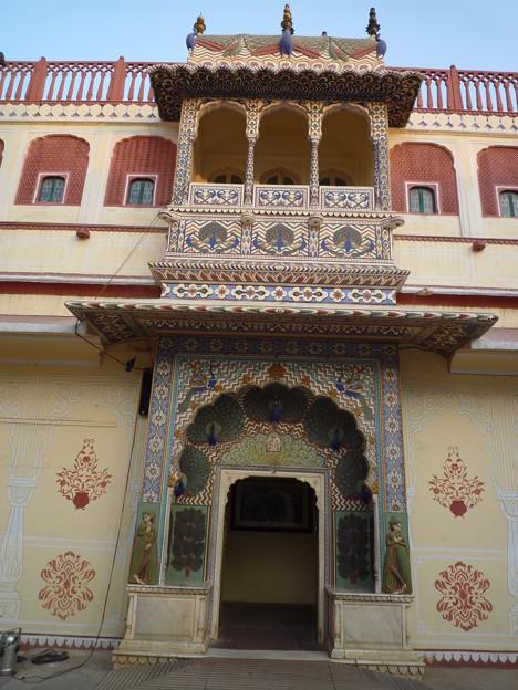 月の宮殿孔雀門  Famous Peacock Gate, Inner courtyard  of Chandra Mahal