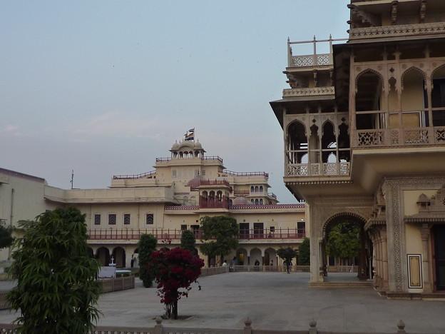 ムバラク・マハル Mubarak Mahal & Chandra Mahal with flag