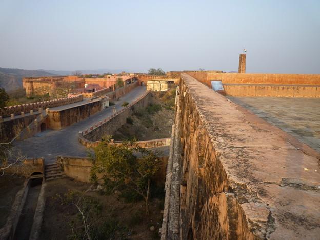 ジャイガル要塞 The defensive wall at Jaigarh Fort