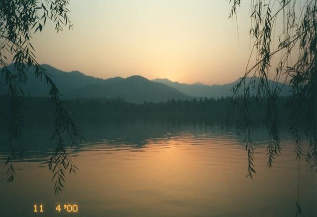 蘇堤の残照、杭州西湖 Tranquil West Lake at sunset,China *見渡せばいづくも恋し暮れなづむ湖(うみ)のほとりは別れ難しも