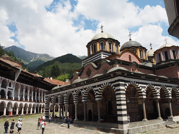 白雲の僧院 Rila Monastery Beneath the White Clouds