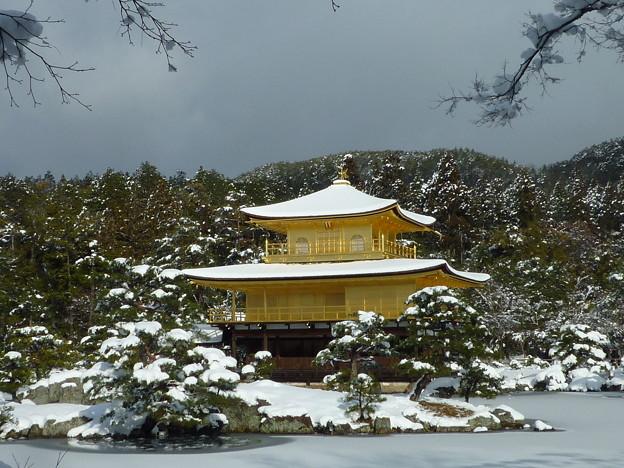 雪の金閣寺舎利殿 Snow covered Kinkau-ji