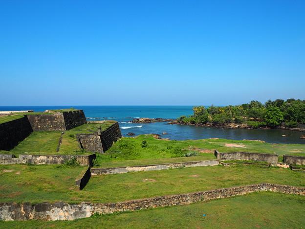 スマトラ島沖地震を乗り越えてGrass-Clad Walls of Galle Fort