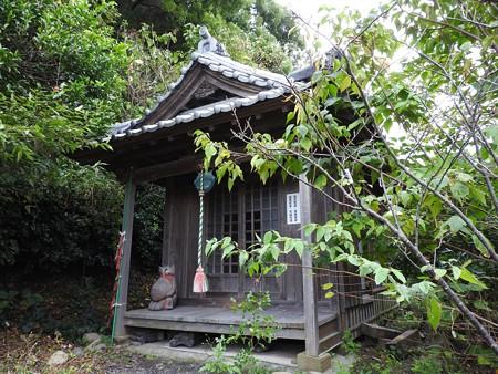 久能山東照宮08-2 徳音院の脇に立つ社
