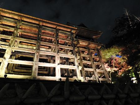 清水寺(夜)37 釘を使わぬ懸造りの「桧舞台」
