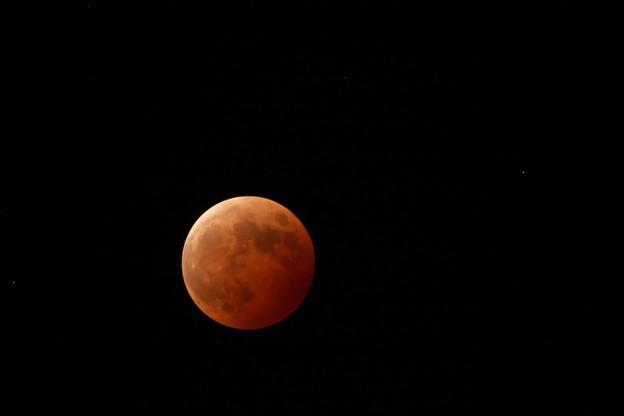 Photos: 皆既月食と天王星