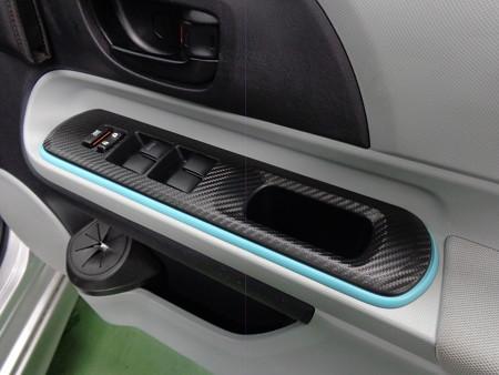 トヨタAQUA 滋賀県 カーボンシート施工 パワーウインドウスイッチパネル 運転席