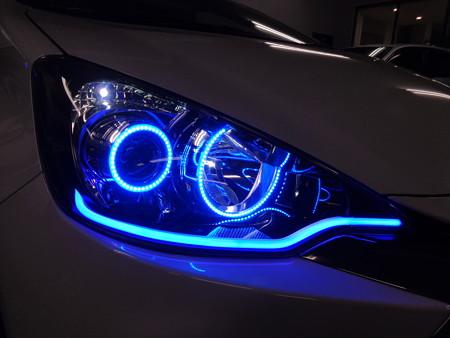 トヨタAQUA 東京都 ヘッドライト加工 ブルー右