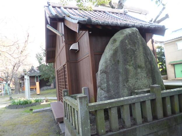 大川 小保八幡神社の巨石