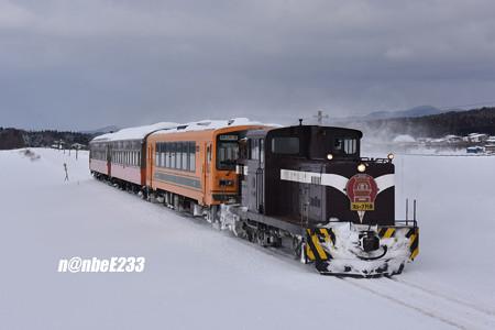 154レ(ストーブ列車4号) DD352+津軽21-104+オハフ331+オハ463