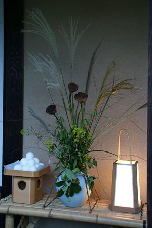 月見団子と秋に咲く草0913k