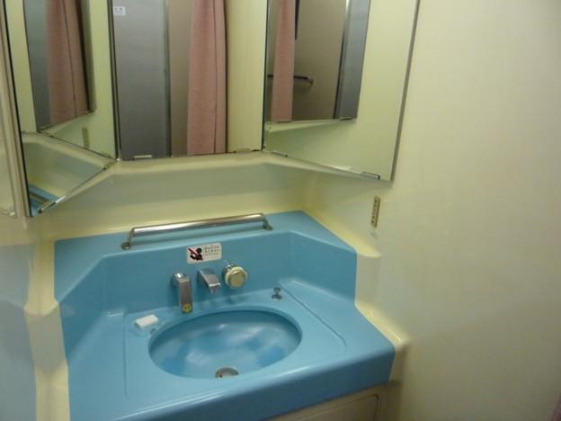 写真: 0系の洗面所