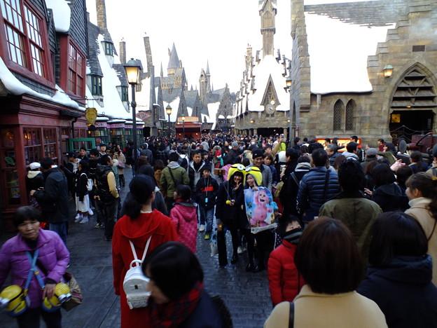 にぎわう魔法の街