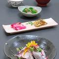 写真: 今晩は、イワシの酢じめ錦野菜土佐酢、蓮根のきんぴらチアシード、赤かぶの漬物、砂肝とブロッコリーの炒め物、根菜と茸と豆腐の味噌汁、ご飯