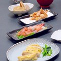写真: 今晩は、若鶏の吟醸焼き、小松菜の煮浸し、甘海老の刺身、甘海老の殻の唐揚げ、おでん、根菜と豆腐の味噌汁、さつまいもご飯