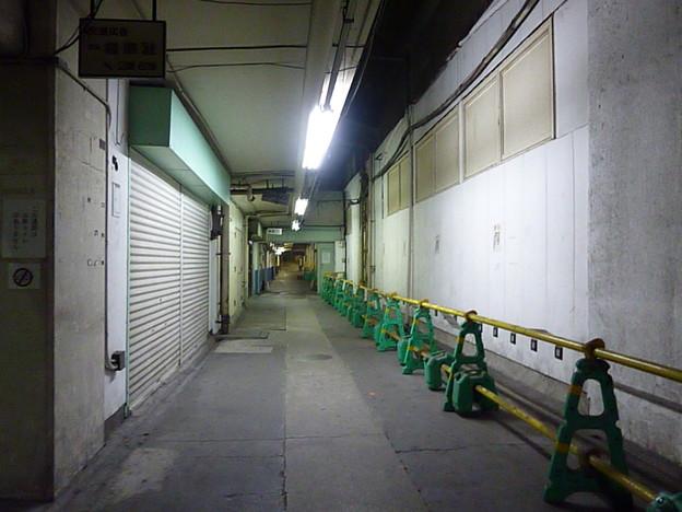 Photos: 新橋のトンネル飲み屋街