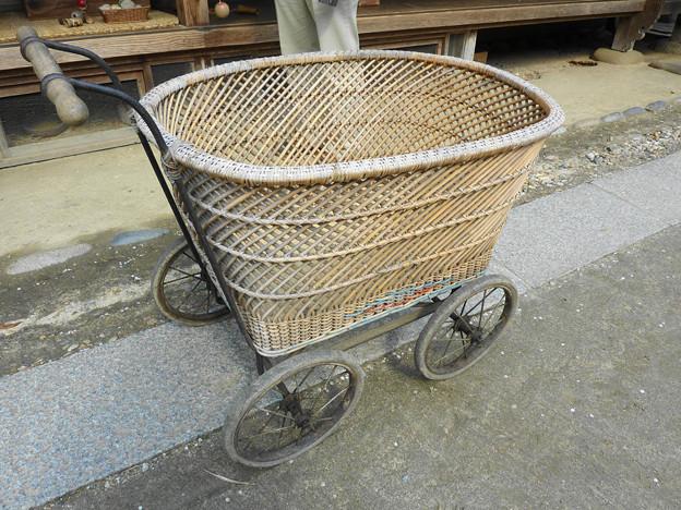 Photos: 昭和レトロの籐の乳母車@三州足助屋敷