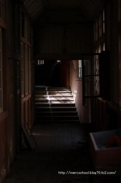 廃校の廊下。