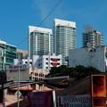写真: 発展途上の街。
