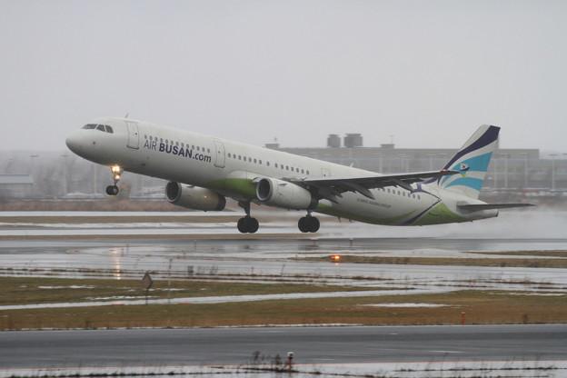 A321 Air Busan雨のCTS初就航 1
