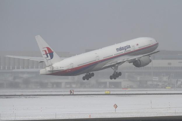 B777-200 9M-MRL Malaysia 雪が降ってきた