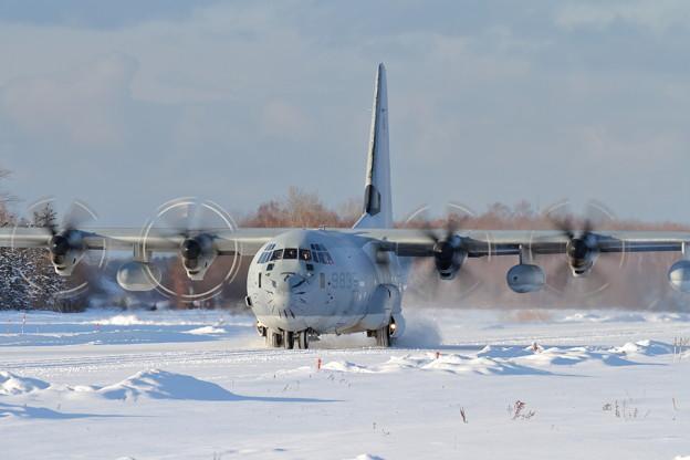 KC-130Jのコーナリング ストレートから