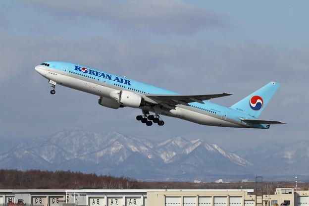 B777 HL7574 takeoff