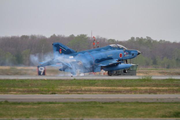Photos: RF-4E 57-6913 touchdown