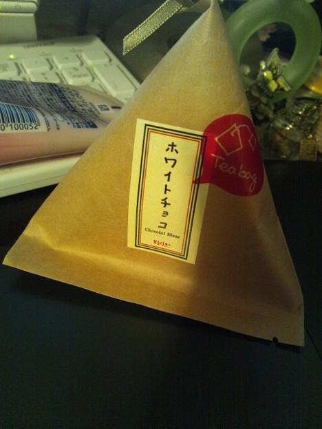 変わったものを買ってきた ホワイトチョコ...の香りのほうじ茶