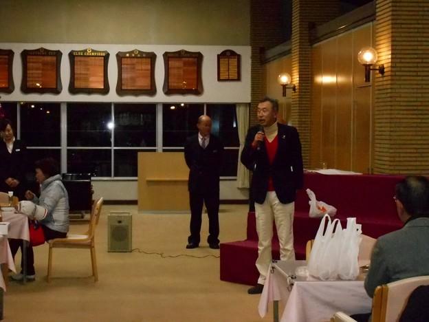 Photos: 足利カントリークラブ企業杯コンぺ団体戦優勝のスピーチをする幹事2015.12.19