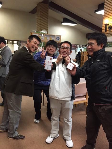 足利カントリークラブBクラスラストコール杯表彰式終了後、入賞者の大ちゃんを囲んで?!!2015.12.20