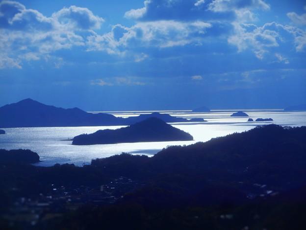 師走に光り輝く 冬晴れの海 in 瑠璃山展望台