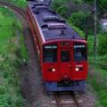 写真: 心に残る美しい風景「赤い列車」