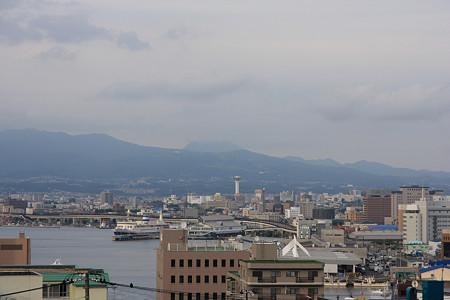 カフェから函館港を望む