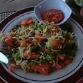 写真: サラダです、辛いスパイスとドレッシングが最高!