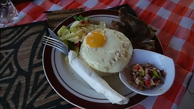 写真: ナシチャンプルー、黒いのがカツオの煮魚で旨い