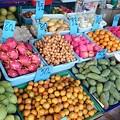 Photos: 数字は1kgの値段、マンゴー買ったら1個10バーツ35円でした