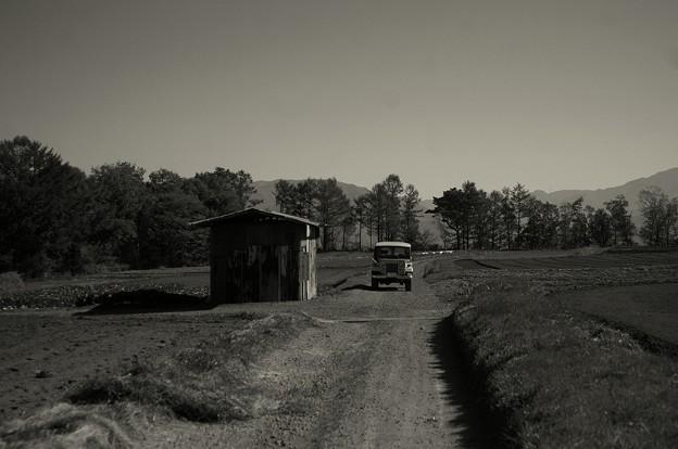 Jeepと小屋