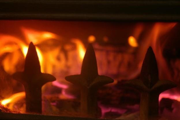 薪ストーブで温まる