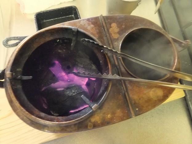 Photos: 燗銅壺の炭