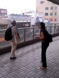 写真: ありがたい応援(7月24日、大船駅)