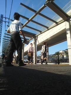 写真: いざ!チラシ配り(9月29日、角田晶生)