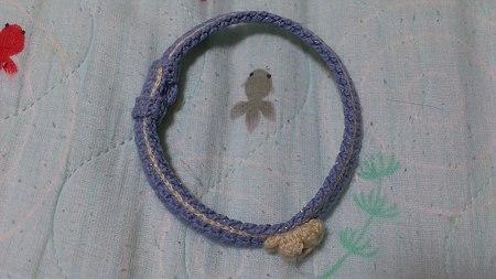 たろさんが、一ヶ月着け続けた編み首輪です。