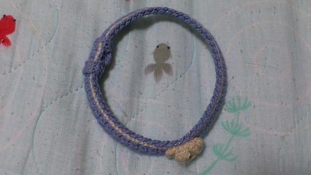 写真: たろさんが、一ヶ月着け続けた編み首輪です。